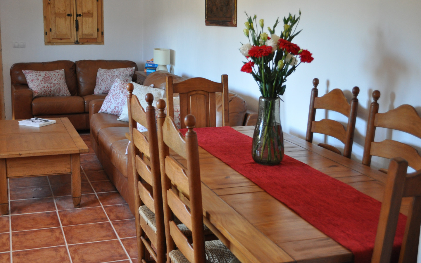 dining_room_huerta_pequenahuerta_pequena_self catering_holiday_accommodation_Montefrio_www.rural-andalucia.com