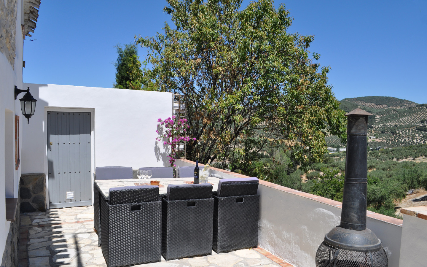outside_seating_4_pequena_holiday_accomodation_Montefrio_Granada