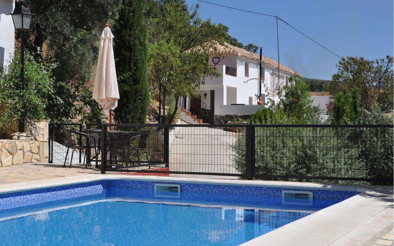 pool_view_to_house_huerta_pequena_holiday_accomodation_Montefrio_Granada