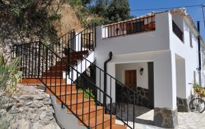 sun_terrace_huerta_pequena_holiday_accomodation_Montefrio_Granada
